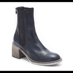 Free People Essential Chelsea Black Boots Size 6